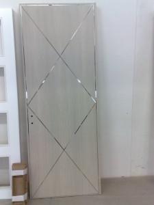 Intarsi inox lucido su porta acero