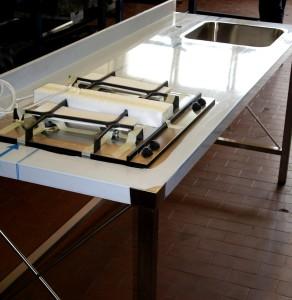 Piano con vasca saldata e gas su struttura in acciaio inox