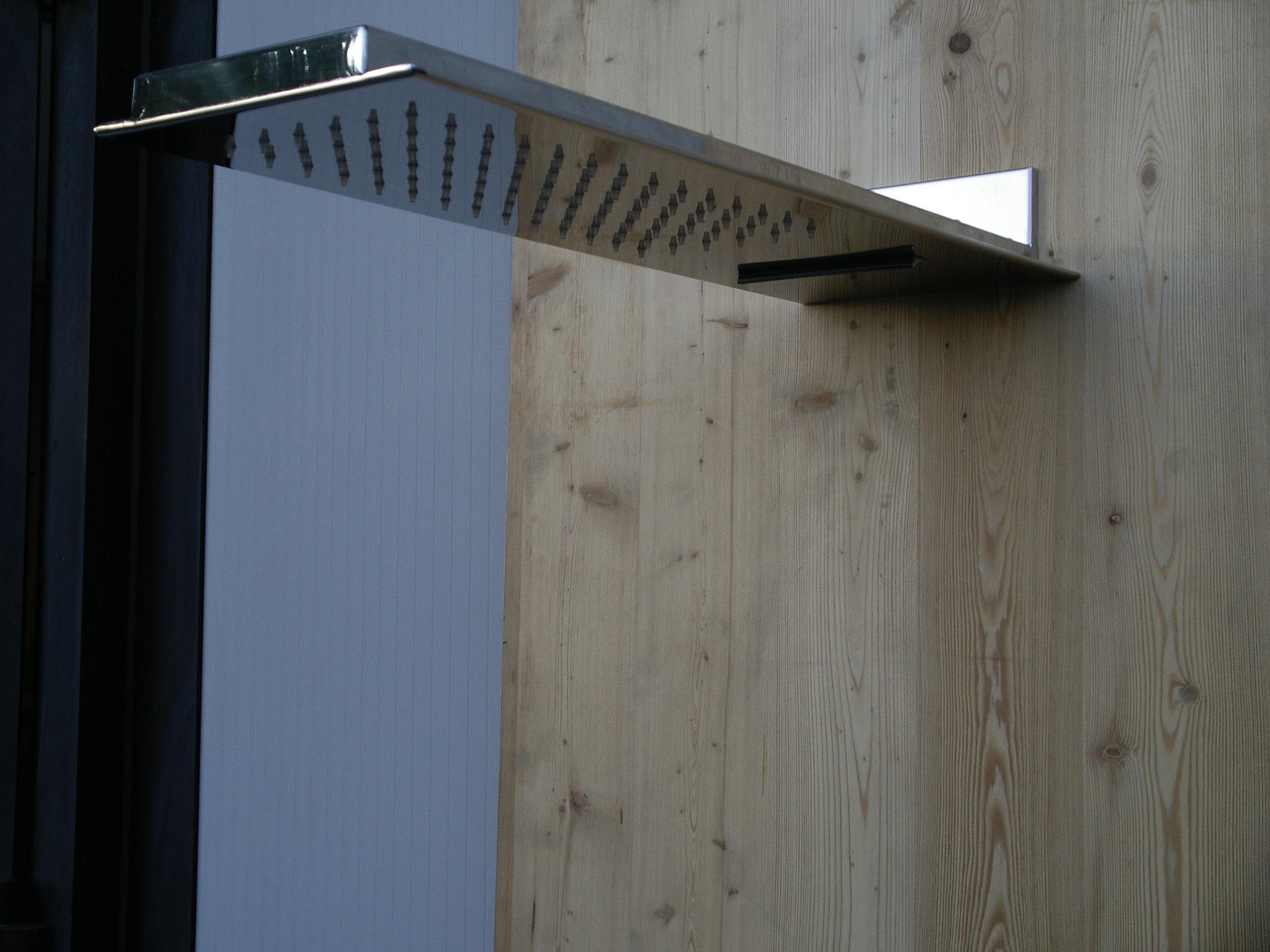 Realizzazione soffioni doccia in acciaio inox venezia - Soffione a cascata ...